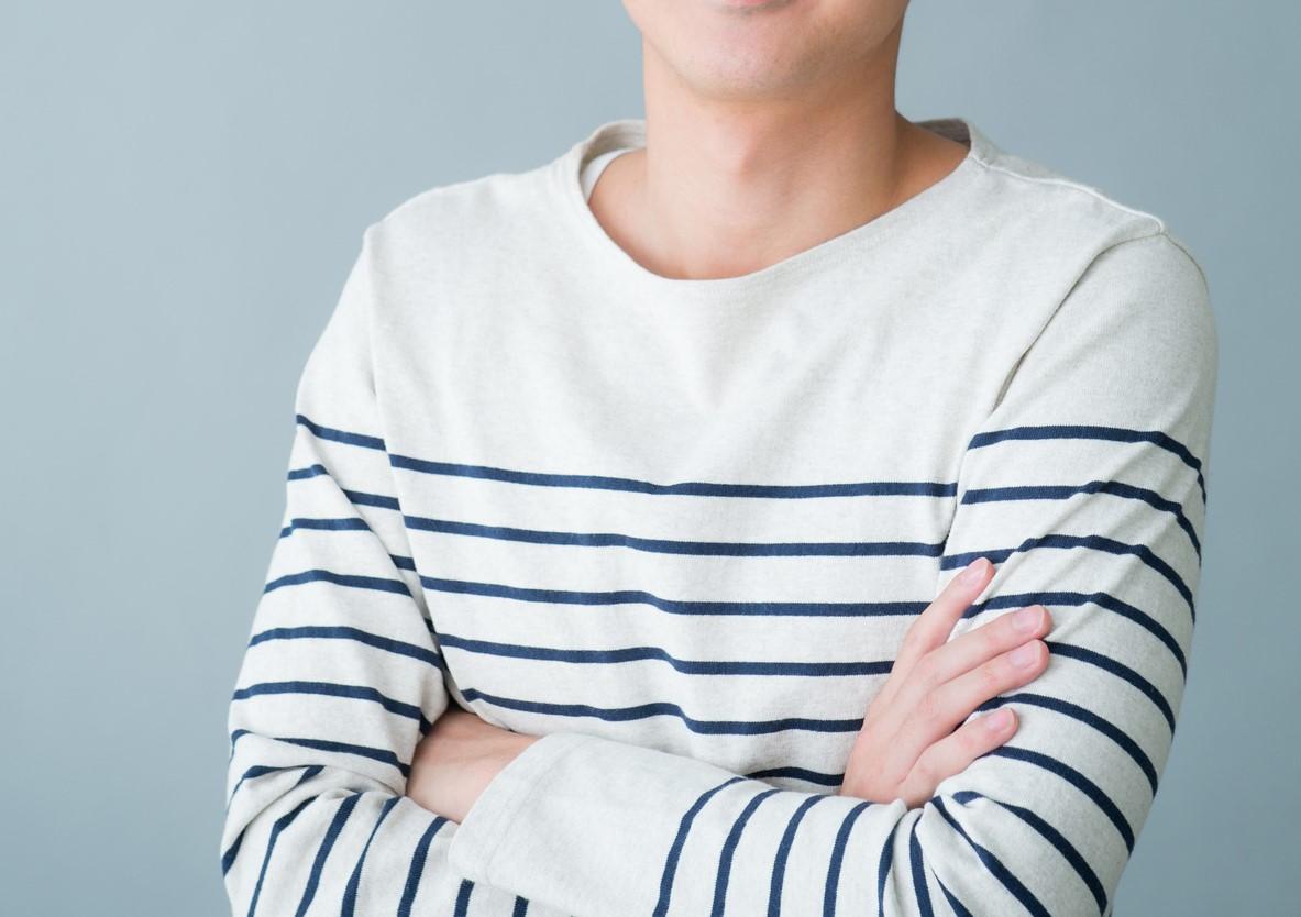 インタビューされる男性ディレクターの写真